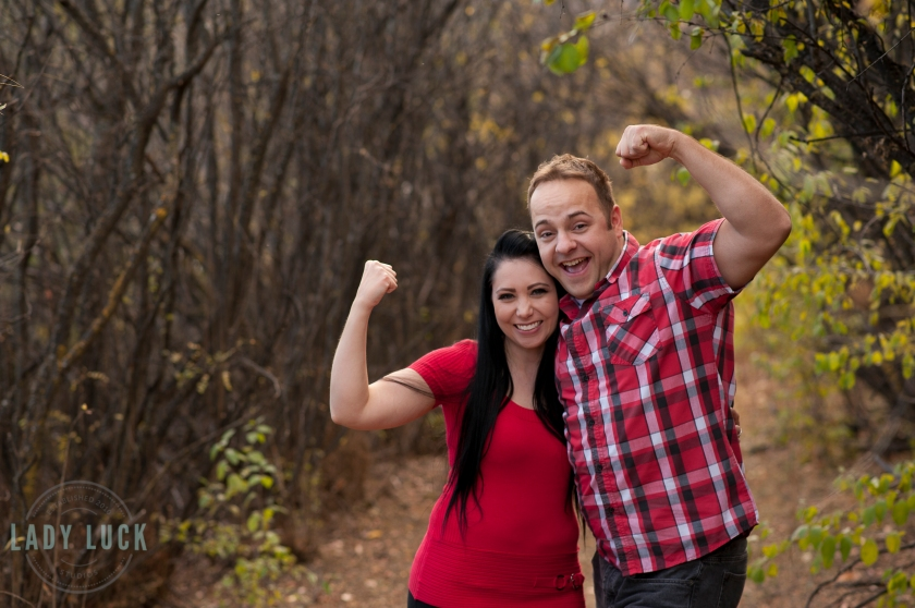 couples-portraits-couple-being-goofy-flexing-there-muscles