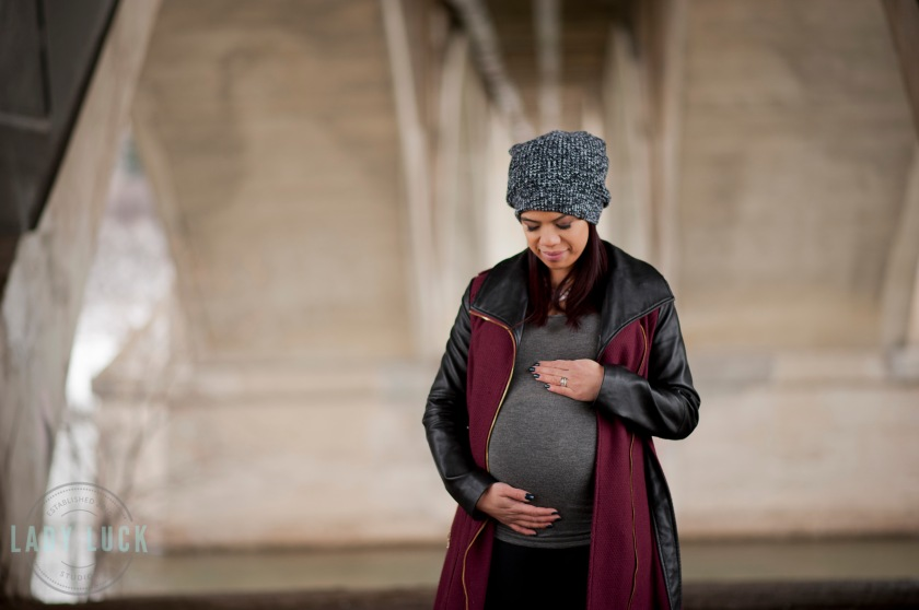 winter-maternity-session-in-saskatoon-photo-taken-under-the-bridge-by-the-river