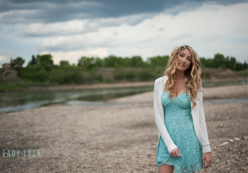 outdoor-glamour-portrait-of-woman-in-a-blue-dress-along-the-river-in-edmonton