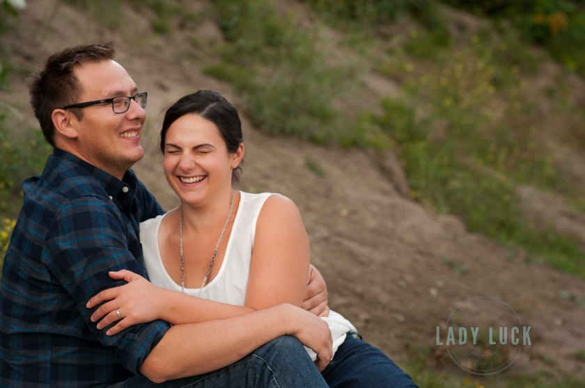 engagement-portraits-in-edmonton-alberta-by-the-river