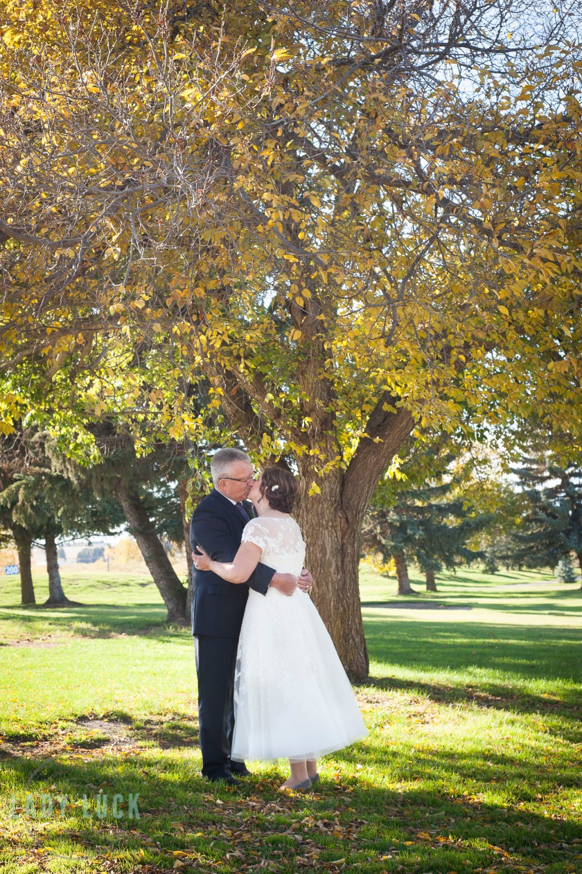 bride-and-groom-kissing-under-a-tree